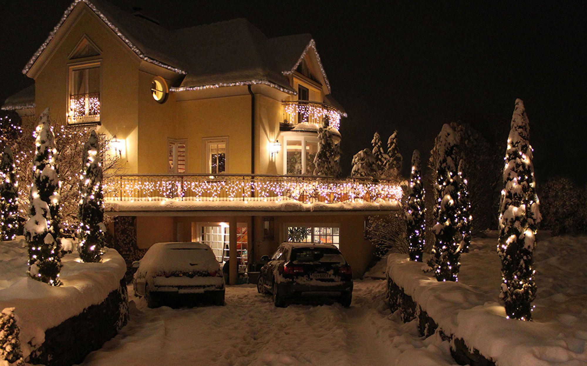 Haus Weihnachtsbeleuchtung.Haus Garten Baum